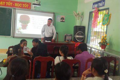 Trường THCS Vĩnh Thuận tổ chức họp mặt nhân ngày Phụ nữ Việt Nam